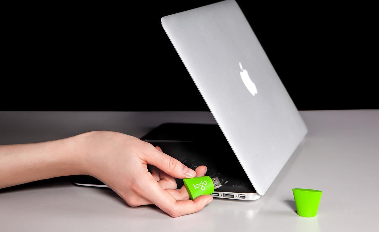 Clé USB, un exemple d'objet publicitaire